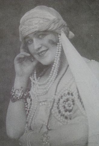 jako Zelma Bej operze Casanowa (1924)